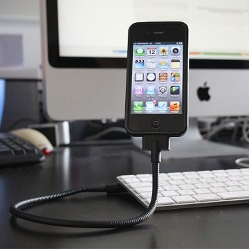 Cable rigide et flexible comme support pour iPod iPhone
